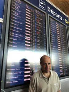 Jérôme Adam à l'aéroport Charles de Gaule avant le vol Paris-Los Angeles