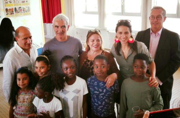 Jérôme Adam avec Raymond Domenech et les enfants du cours colibri
