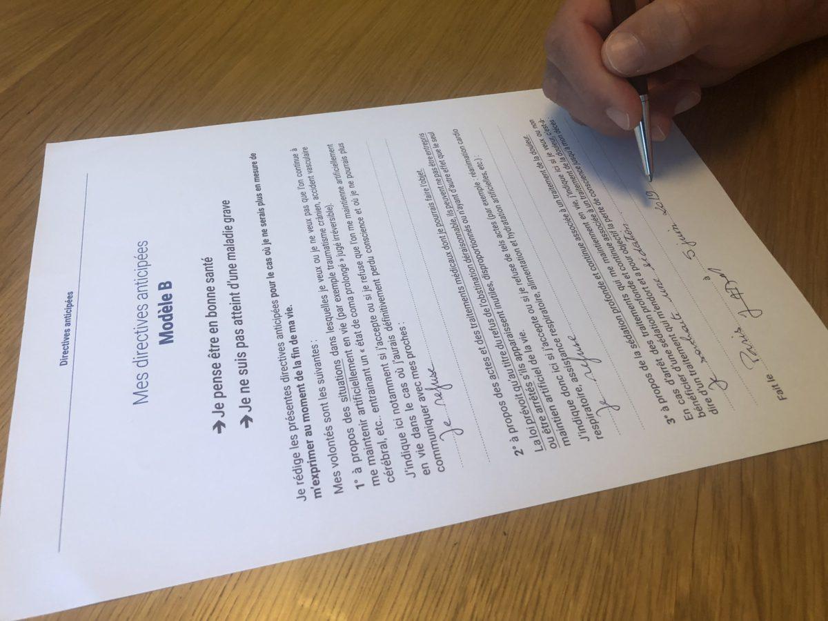 Signature des directives anticipées par Jérôme Adam